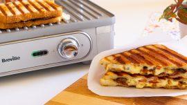 Grilled Cheese med ädelost, bacon och chips