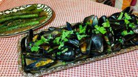 Kinesiska ångkokta musslor med sparris