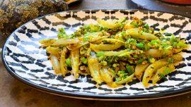 Indiskt fräs med vitlöksblast och schalottenlök