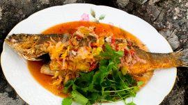 Thailändskt friterad fisk